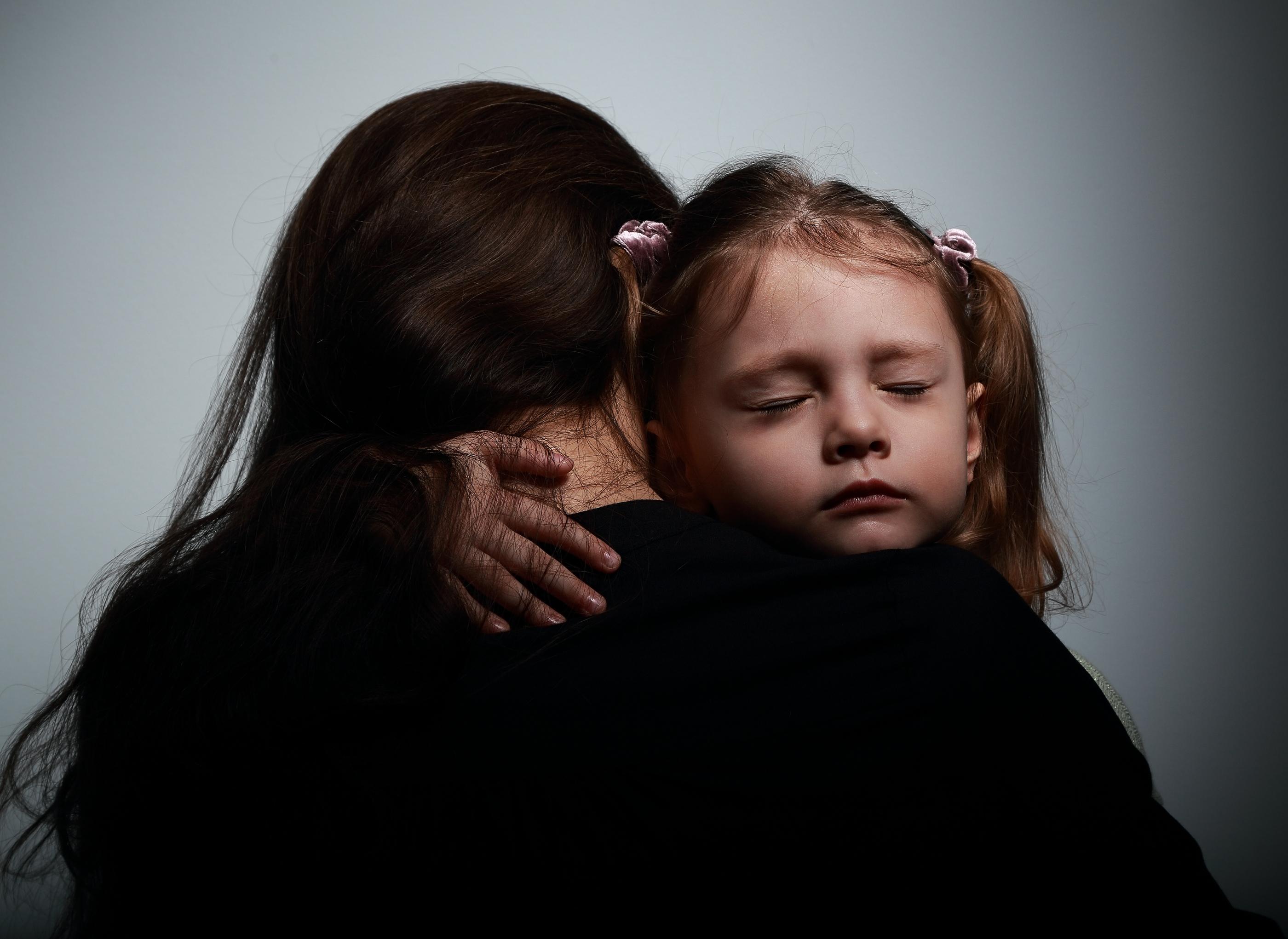 Мама с ребенком фото черно-белое