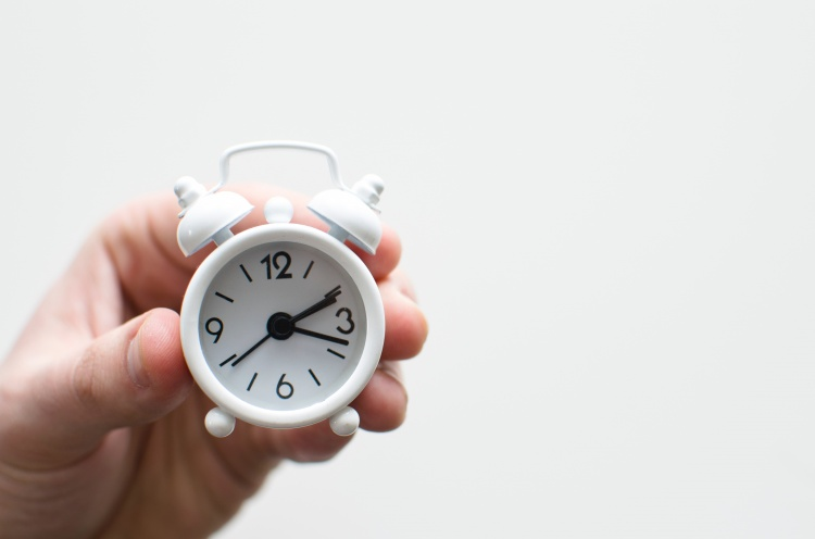 Watching the Clock: How Time-Keeping and Trust Relate in Therapy